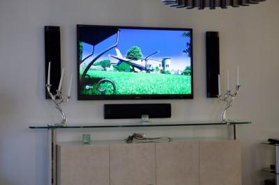 Домашние кинотеатры и система спутникого телевидения в загородном доме